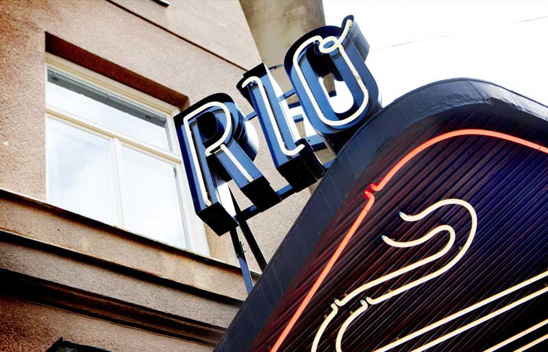 Skylt vid Bio Rio
