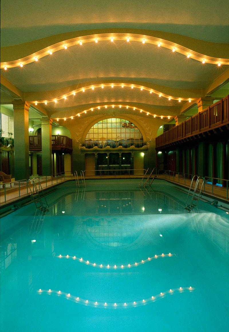 Romantiskt bad - basängen på Centralbadet